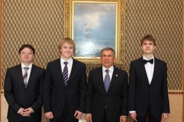 Татарстан Президенты математика буенча халыкара олимпиадада җиңүчеләр белән очрашты