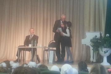 Казанның 12 нче татар гимназиясе укучы кызлары язучылар белән очраштылар