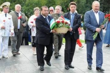 Мәскәүдә Муса Җәлил һәйкәленә чәчәкләр салынды