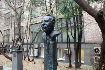 Мәскәүдә Чыңгыз Айтматовның бюстын ачтылар