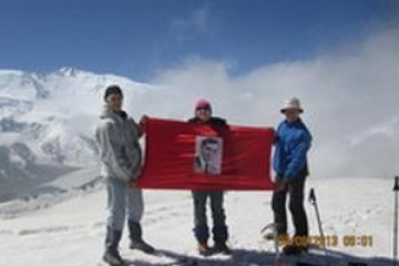 ТР альпинистлары Кытай тавында Муса Җәлил хөрмәтенә мемориаль такта урнаштырды