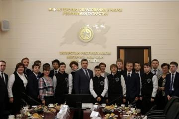 Илсур Һадиуллин  Болгариядә узган XII Халыкара информатика турнирында җиңүчеләр белән очрашты
