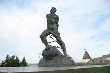 Татар халкының бөек улы, шагыйрь, Советлар Союзы Герое Муса Җәлил