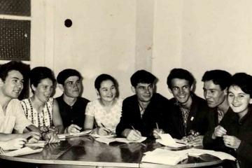 Бүген - татар драматургы Рәйсә Ишморатованың туган көне
