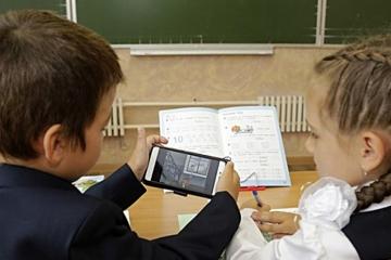Россия мәктәпләрендә укыту өчен кәрәзле телефоннарны куллану рөхсәт ителми