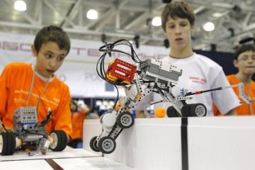 Казанда робот техникасы буенча ярышлар үткәрелә