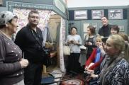 Үзбәкстан татарлары Әтнәдә шагыйрь Сибгат Хәким музеена сәяхәт кылды