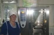Татарстан Республикасы депутатлары мәктәп өчен кайнар аш әзерләүче фабрикада булды